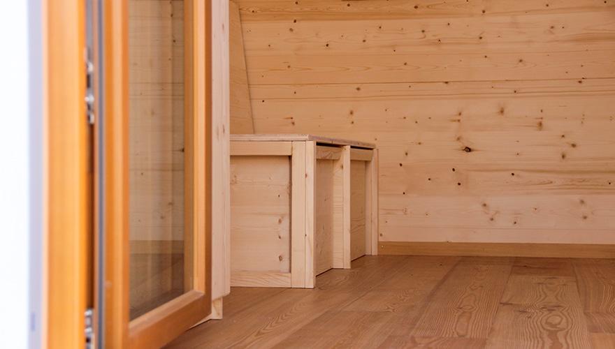 Heidschnucke Innenraum mit aufklappbarer Sitzbank