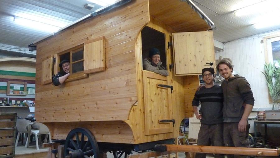 Schäferwagen mit traditionellem Aufbau und zweiteiliger Tür
