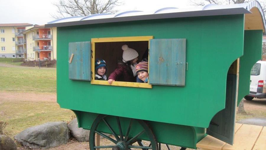 Bunter Schäferwagen für den Spielplatz