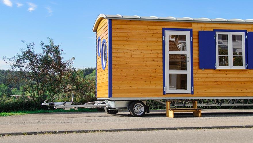 Tiny House mit zwei Bullaugenfenster