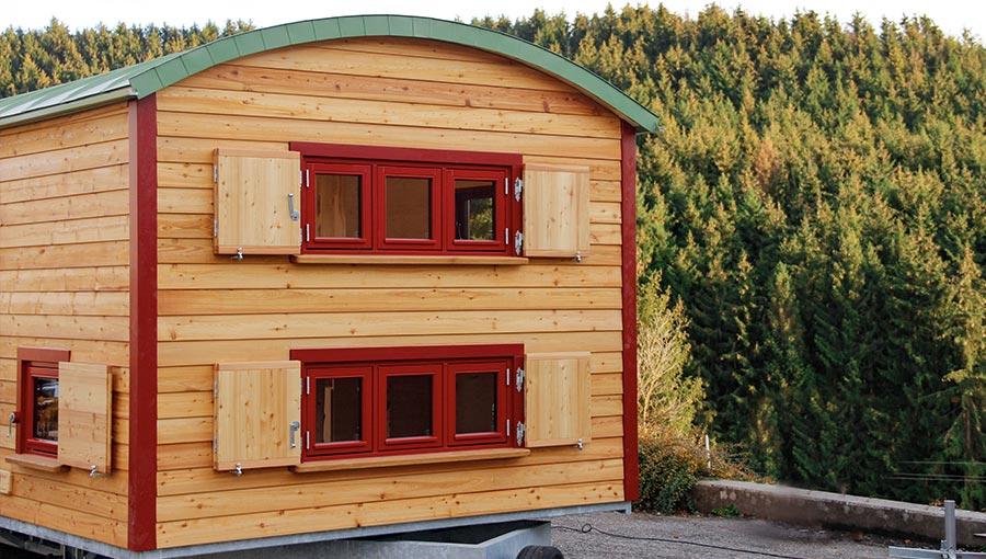 3 Fenster eines Waldkindergartenwagens